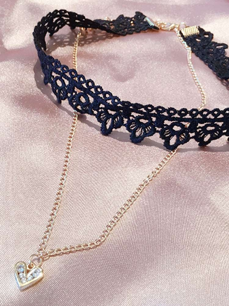 Hollow Lace Choker With Heart Pendant Necklace