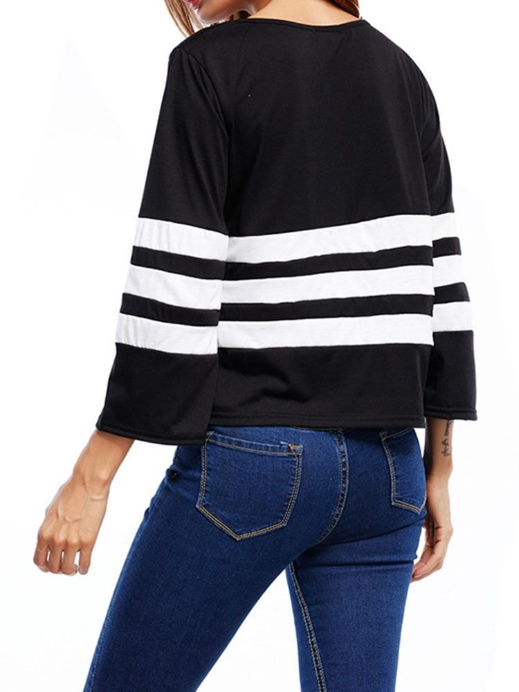 JurllyShe Black And White Striped Loose T-shirt