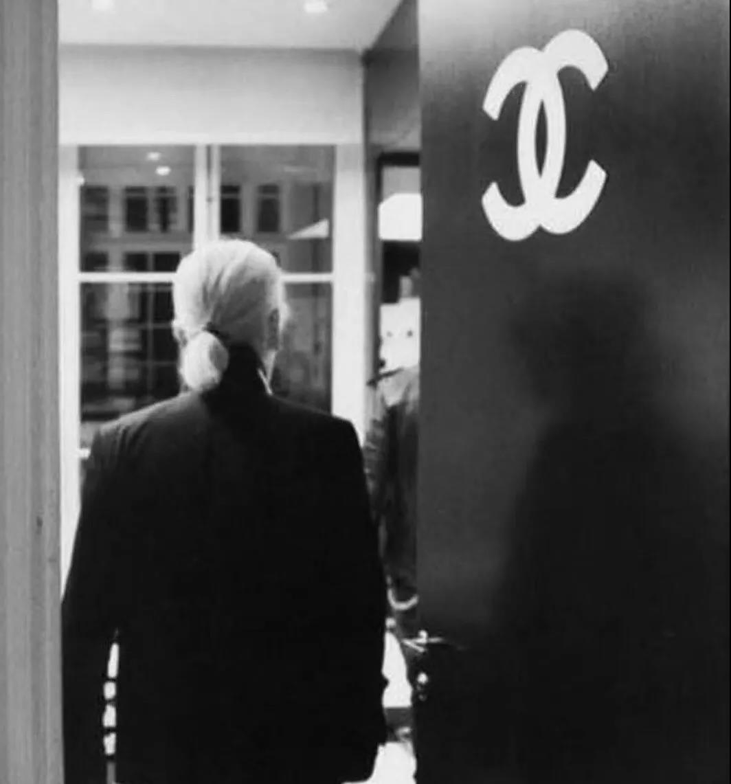 Karl Lagerfeld no social activity